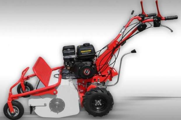Ogłoszenie rolnicze: kosiarka samojezdna, ciągnik jednoosiowy z kosiarką bijakową, moc silnika 8 KM