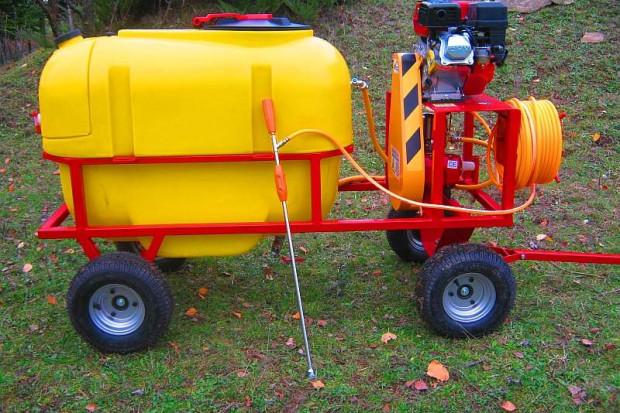 Ogłoszenie rolnicze: Opryskiwacz spalinowy wózkowy POLEXIM200, 6,5 HP, 200L