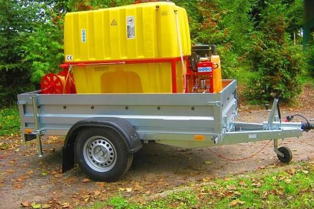 Ogłoszenie rolnicze: Opryskiwacz spalinowy 800l na przyczepie DMC-1350kg. 6,5 kM