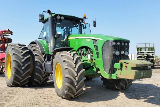 Ogłoszenie rolnicze: JOHN DEERE 8430 POWERSHIFT - 2009 - 379 KM