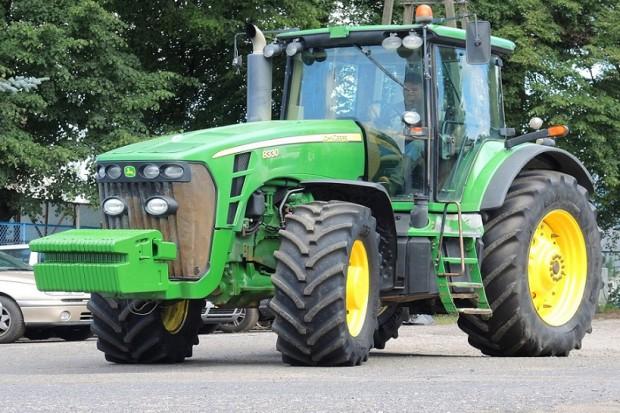 Ogłoszenie rolnicze: JOHN DEERE 8330 POWERSHIFT - 2009 - 303 KM