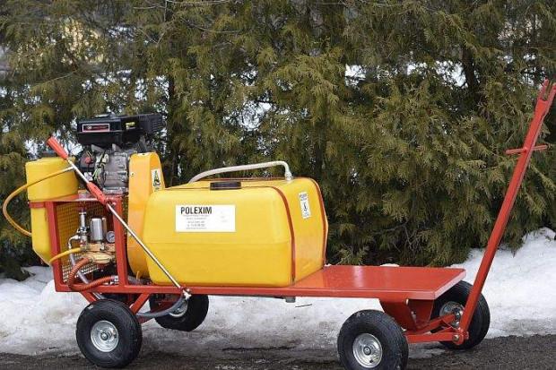 Ogłoszenie rolnicze: OPRYSKIWACZ spalinowy wózkowy platformowy POLEXIM100P: 100L 6,5 kM