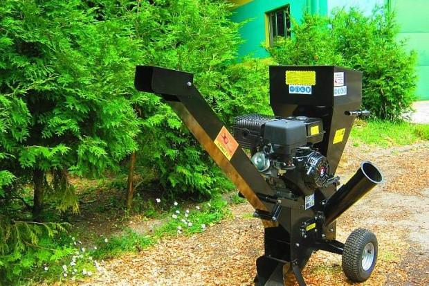 Ogłoszenie rolnicze: RĘBAK RTB13 wersja TERMIT z wyrzutnikiem zrębki, dwa noże, 13kM