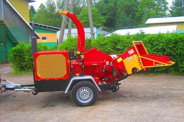 Ogłoszenie rolnicze: Rębak tarczowy z silnikiem Diesla 4 cylindry: moc 80 KM, 4 noże tnące