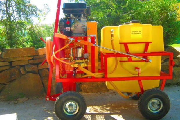 Ogłoszenie rolnicze: OPRYSKIWACZ SPALINOWY WóZKOWY MODEL POLEXIM80, 6,5 kM, 80l