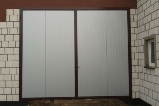 Ogłoszenie rolnicze: Drzwi inwentarskie z płyty warstwowej do hal, obór , magazynów itp.
