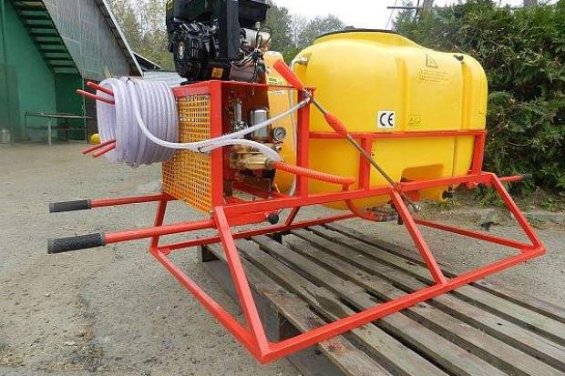 Ogłoszenie rolnicze: Przenośny opryskiwacz spalinowy, napęd z silnika o mocy 6.5 KM 200l